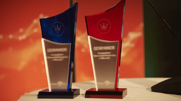 Insgesamt 13 Auszeichnungen warteten auf die Gewinner des Science4Life Venture Cup und des Science4Life Energy Cup