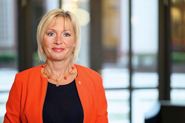 Staatsministerin Prof. Kristina Sinemus