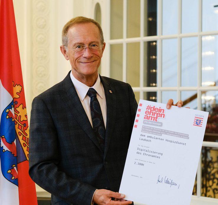 Staatsminister Axel Wintermeyer fördert Ehrenamtsprojekt des ambulanten Hospizdienstes in Laubach mit 2.300 Euro